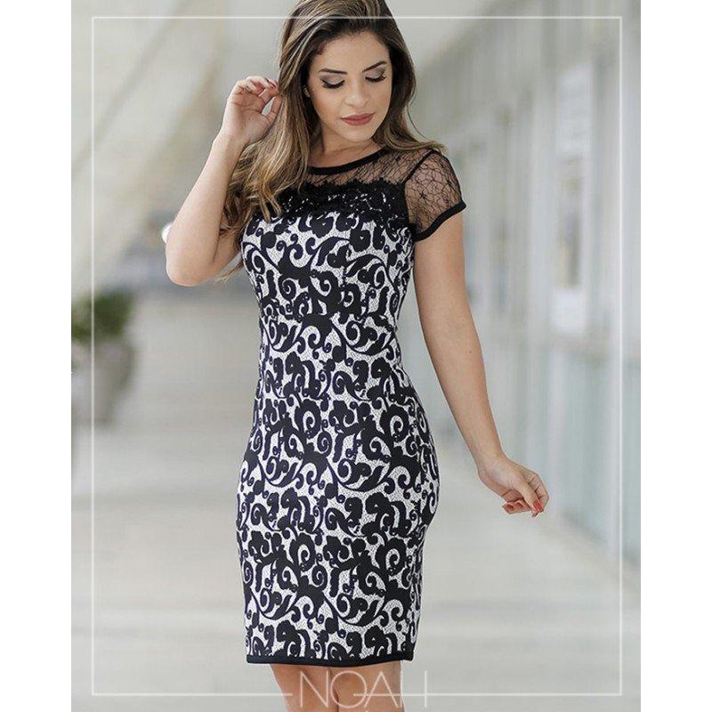 Modelo de vestido de renda