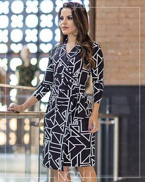 Vestido leve evasê P&B estampa geométrica